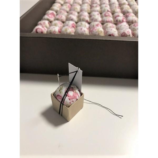 画像1: ピンクッションニードルオーガナイザーC 花柄100個入り (1)