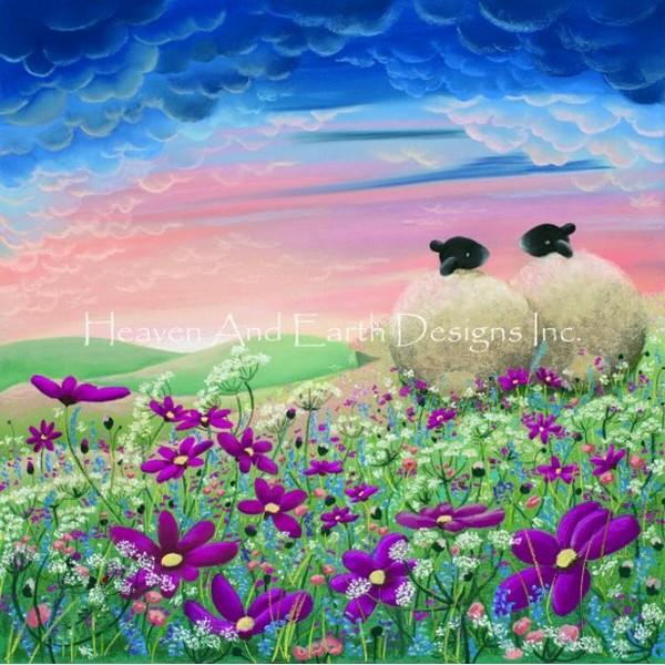 画像1: クロスステッチ図案Mini Ladybird In The Meadow-HAED(Heaven and Earth Designs) (1)
